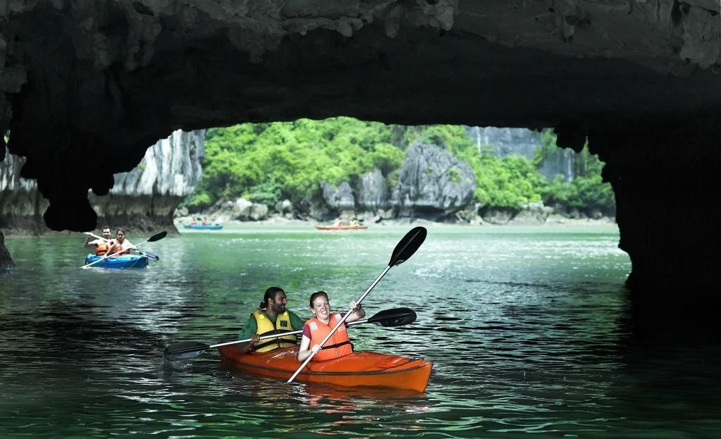 program idea vietnam kayak in Halong Bay