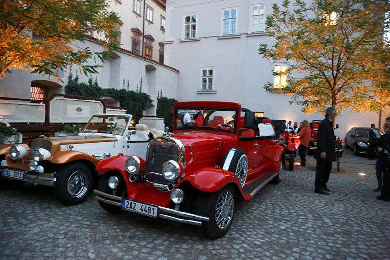 program idea prague transport by vintage cars