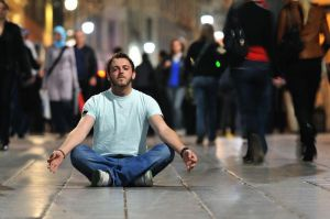 Program idea bosnia street meditating